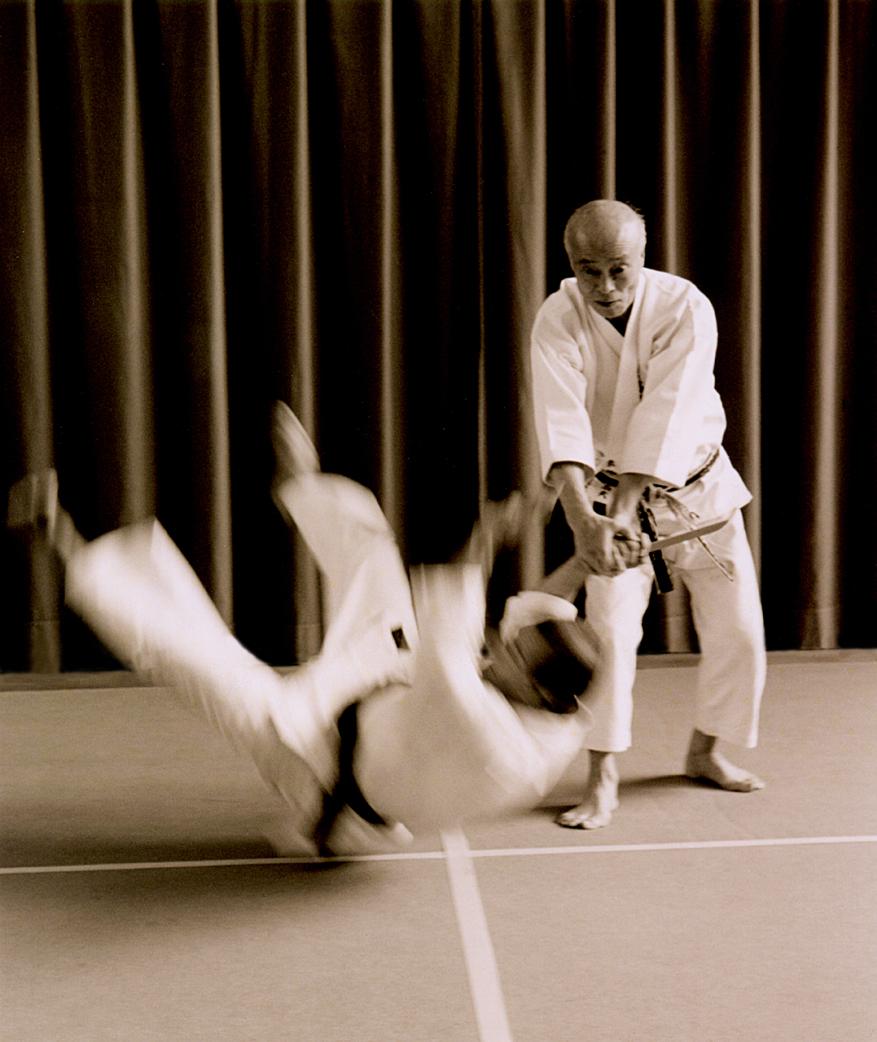 Prof. T. Suzuki in difesa da coltello col Maestro H. Fukazawa