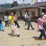 Verso Shanri-la. Pratica diTai Chi nel  cortile di una scuola.