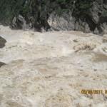 Lijiang (Yunnan-Cina). Tiger Leaping Gorge (Salto della Tigre). Impressionanti rapide del fiume Yang Tse.