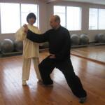 La Maestra Kinue  corregge il M° Aurelio  in tecnica Chen.