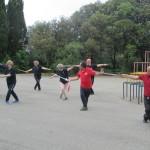 Consuete lezioni  all' aperto di   Taiji Quan di fine corso  del  C.U.S. (Centro Universitario Sportivo).  Forma 16 spada ai Giardini di Villa Gambaro in Albaro.